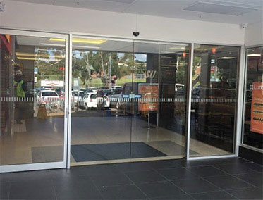 BIPARTING SLIDING DOORS WITH SIDE SWING DOOR