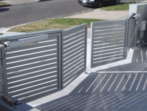 Trackless Bifold Gates